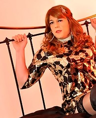 Sexy TGirl Melanie is wearing a gorgeous leopard print outfit and showing off her body